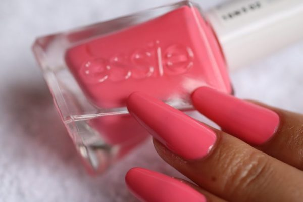 9-signature-smile-essie