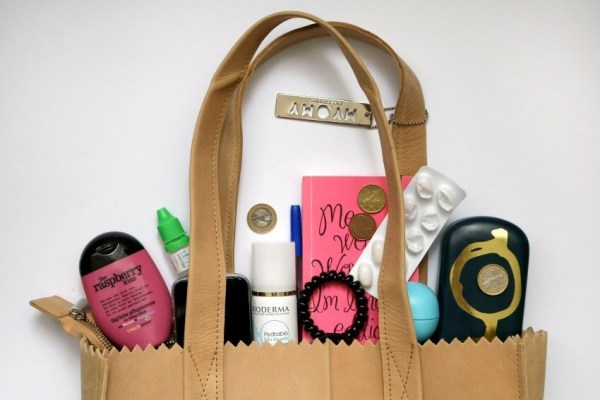 whats-in-my-bag-blogger-blog-tag-li