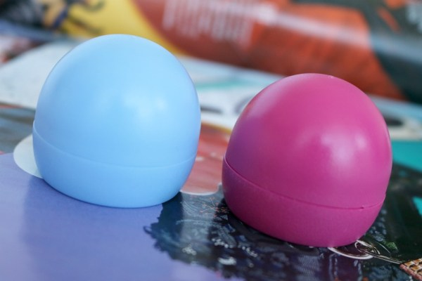 action-max-more-blueberry-cherry-lip-balm-eos-lookalike-dupe-review-ervaring-verpakking