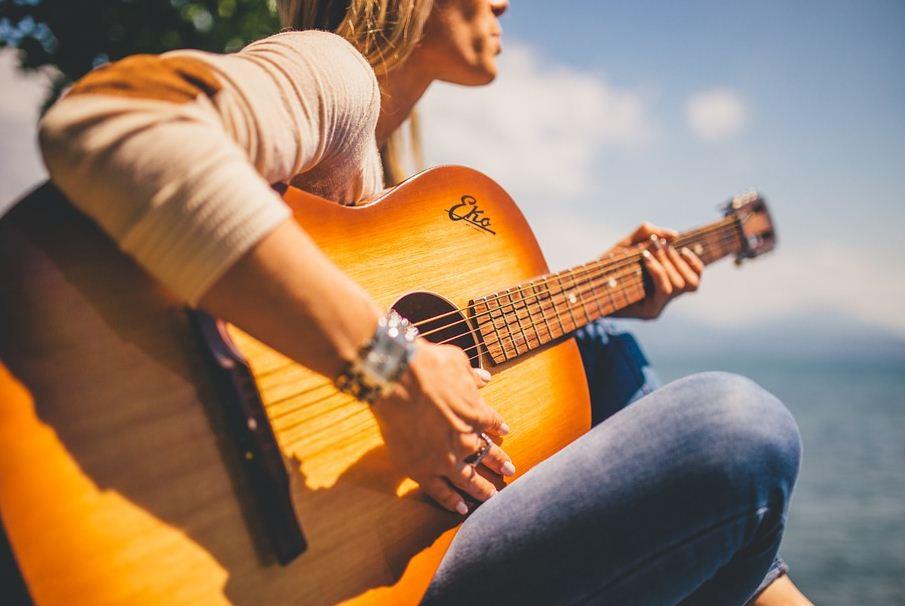 https://i1.wp.com/www.northshoredailypost.com/wp-content/uploads/2020/01/guitar.jpg?fit=905%2C606&ssl=1