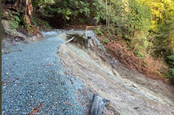 https://i1.wp.com/www.northshoredailypost.com/wp-content/uploads/2021/01/capiolano-trail-landslide.jpg?fit=600%2C398&ssl=1