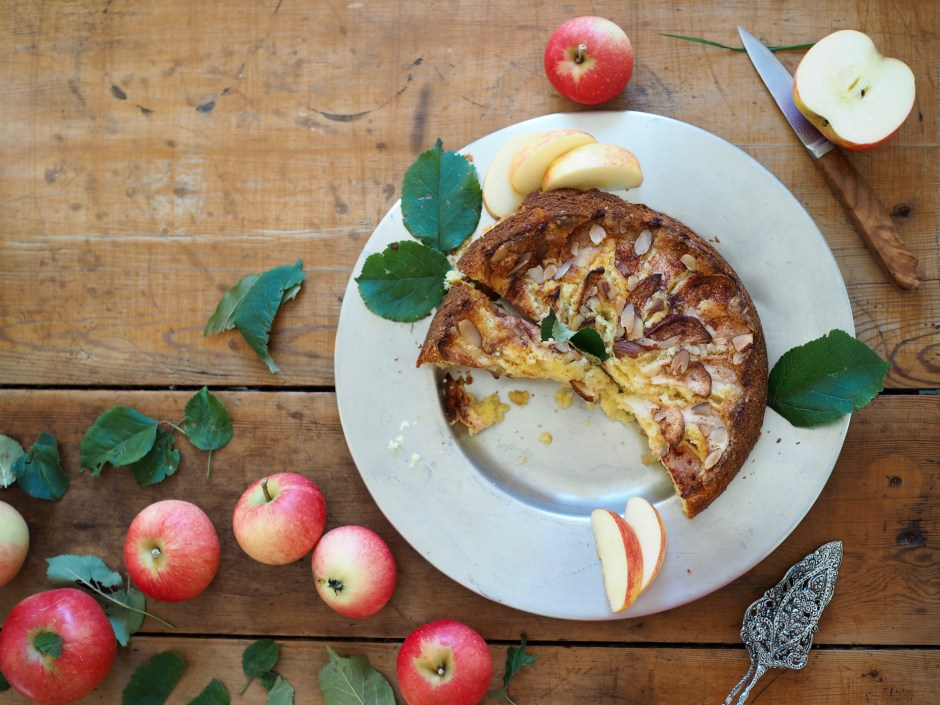 Eplekake (Apple Cake)