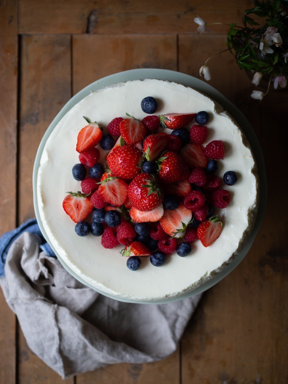Pavlova Cheesecake (Ostekake) with Fresh Berries