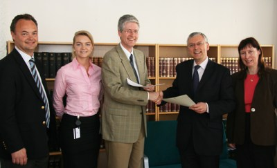 From the left: Deputy Director General Olav Myklebust, Adviser Nini P. Halle, Director General Rolf Einar Fife, all from the Ministry's Legal Affairs Department, the British Ambassador to Norway, HE David Powell, and Counsellor Anneli Conroy.