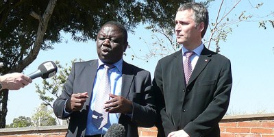 Jens Stoltenberg og Morgan Tsvangirai at a meeting in South Africa in April 2008. Photo: Office of the Prime Minister.