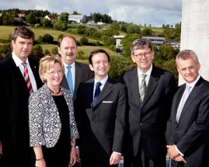 From the left: Per Arne Bjørkum, Aslaug Mikkelsen, Kurt M. Reinicke, Viktor Elbling, Bjørn Tore Godal and Ivar Rusdal. Photo: Elisabeth Tønnessen.