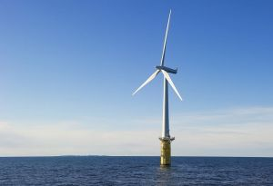 Hywind into the sea off Karmøy. But offshore wind power is very expensive, according to a new report. (Photo: Frederick Refvem)