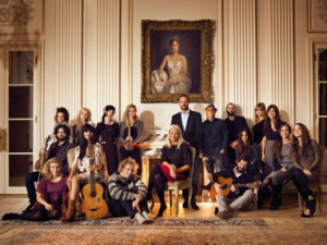 The Royal Couple with the artists that participated in the christmas concert.
