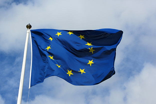 """Photo: MPD01605 / Wikimedia Commons The EU flag flying in Karlskrona, Sweden, in 2011. Sweden joining the European Union in 1994 was a blow to the """"no"""" campaign in Norway at the time."""
