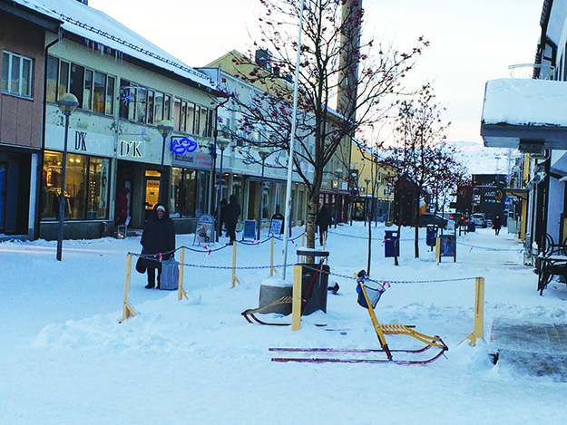 Photo: David Nikel Dr. Wessels gate, one of the main shopping streets in Kirkenes, looking its wintery best.