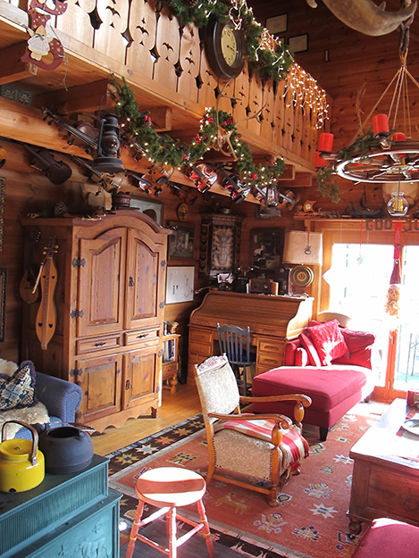 Photo: Thor A. Larsen Tore's decorated his  Norwegian-style living room for the holidays.