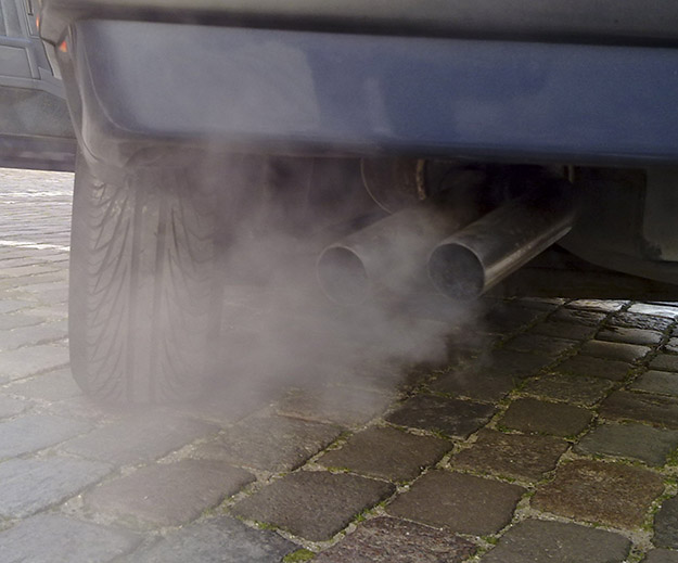 Photo: Ruben de Rijcke / Wikimedia Commons Automobile exhaust gas is one source of air pollution.