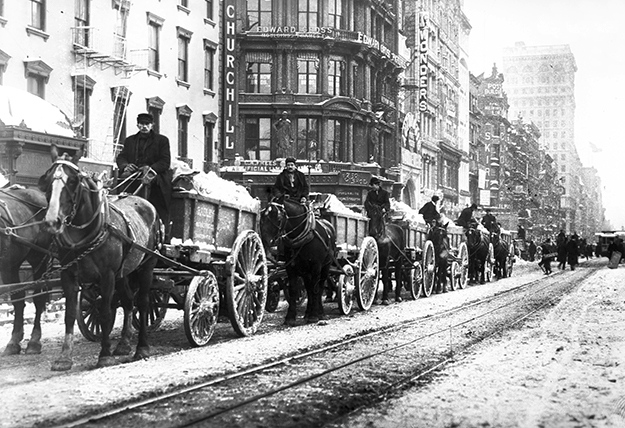 Photo: G.G. Bain / Wikimedia Commons Wagons remove excess snow from a storm in 1908. Later, trucks performed this function.