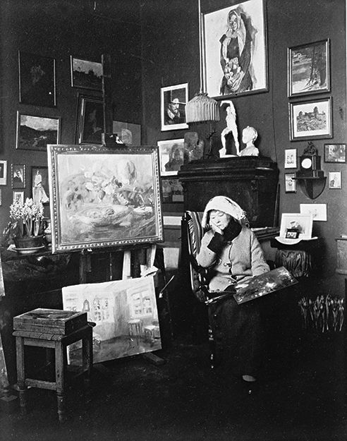 Photos: Nasjonalbiblioteket / Flickr Backer in her studio c. 1920.