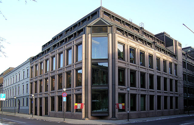 Photo: User:Mahlum / Wikimedia Commons Norges Bank headquarters in Oslo.