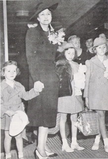 Photo: ss.photobucket.com Crown Princess Martha of Norway with her three children reportedly arriving in New York City in 1940 to live in the United States during WWII.