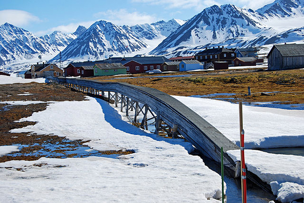 Photo: Wikipedia Commons  Ny-Ålesund, one of the four permanent settlements on the island of Spitsbergen.