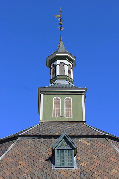 Photo: Øyvind Holmstad / Wikimedia Commons Sør-Fron's octagonal stone church is unusual and stunning.