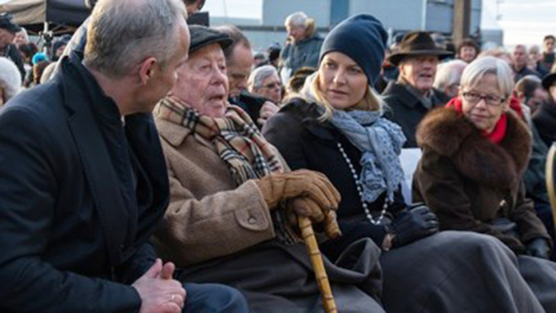 """Photo: Kommunal- og Moderniseringsdepartmentet / Agnar Kaarbo / NewsinEnglish.no Samuel """"Sammy"""" Steinmann, second from left, took part in the annual memorials on Holocaust Day in January, which this year marked the 70th anniversary of the liberation of the Nazi concentration camps. At far left, government minister Jan Tore Sanner, and on Steinmann's left, Crown Princess Mette-Marit. At far right sat Annelise Høegh, longtime Conservative policitian."""