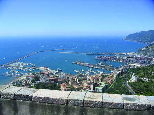 Photo: Giaros / Wikimedia Commons Salerno, Italy, can be reached from Norway along the ERA's E1 route.