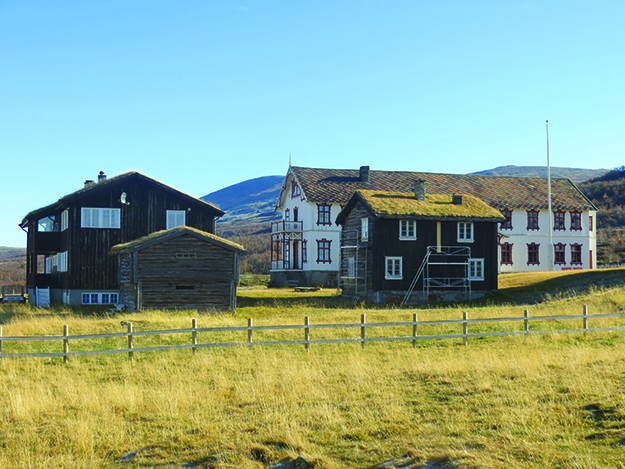 Photo: Bjoertvedt / Wikimedia Fokstugu Fjellstue, a rest stop for pilgrims along St. Olav's Way that was opened in the 12th century. The buildings, of course, are all considerably newer.