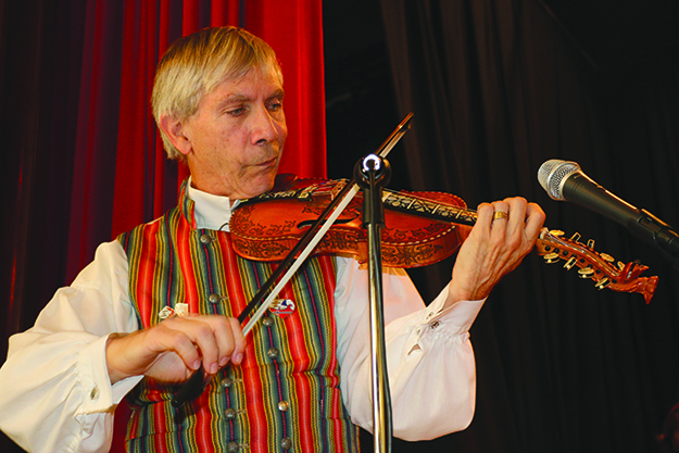 Photo: Solveig Lee A fiddler entertains crowds in the Nordic Heritage Museum's auditorium during Viking Days.