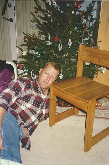 Photo courtesy of Andrea Nelson Rich Nelson, father of Hannah, after arriving in Hamar late on Christmas Eve. One has to be pretty tired to use a chair as a pillow!
