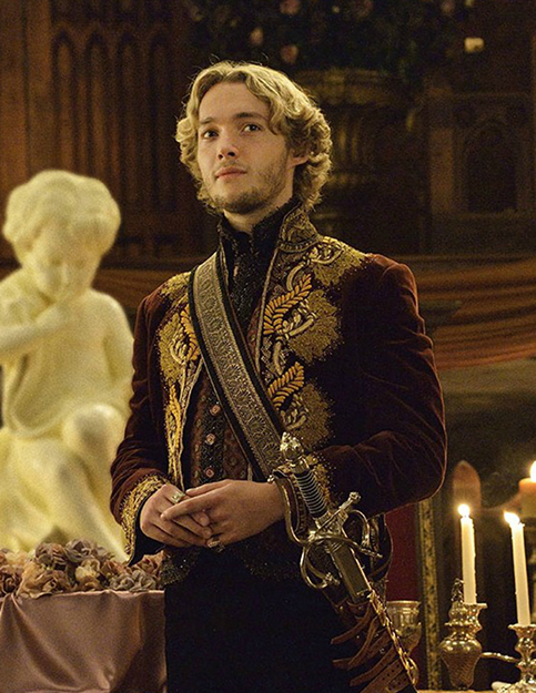 Photo: Olesya Medichi / Wikimedia Commons Toby Regbo's as King Francis II in Reign.