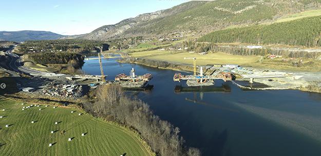 Photo: Arild Solberg /  Norwegian Public Roads Administration (NPRA) Bridge being built across Gudbrandsdalslågen river at Harpe.