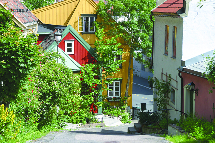 Photo:  Trond Strandsberg / Wikimedia On the other end of St. Olav's, you'll pass through the colorful neighborhood of Telthusbakken on your way to Old Aker Church.