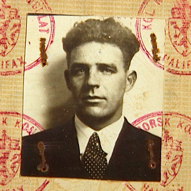 Photo: Dag Indrebø / NRK Captain Birger Lunde, shown here in a passport photo that, like him, survived three sinkings. NRK recently published on the Blink sinking: www.nrk.no/hordaland/xl/styrmann-lundes-logg-1.12783048.