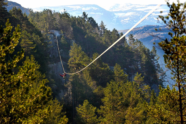 Photo courtesy of Høyt og Lavt All of the parks feature exciting courses in beautiful scenery, but the one near Preike­stolen is a cut above. Ready to test your fear of heights?