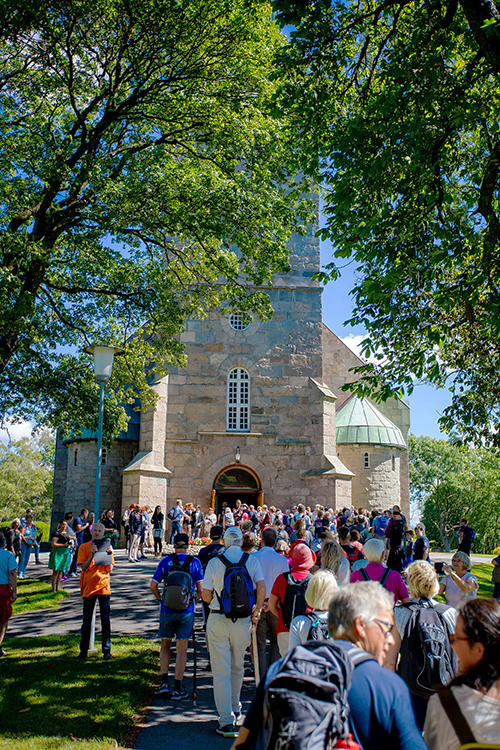 Photo: Thomas Andersen The pilgrims return to Tune Kirke. A large group of Sarpings followed the path of St. Olav to Nidaros Cathedral in Trondheim, his final resting place.