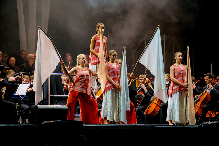 Photo: Thomas Andersen Local dance organizations also played a large part in the presentation of Carmina Burana.