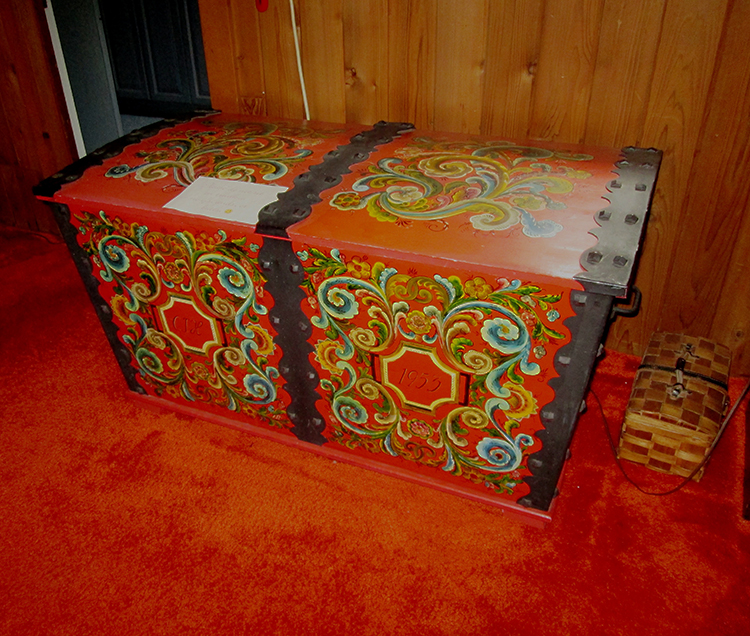Photo: Christine Foster Meloni Trunk decorated by Hilde Ege.