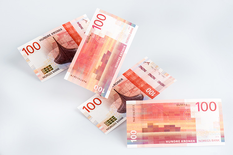 Photo: Norges Bank The new 100 kroner bills feature the Gokstad Viking ship.