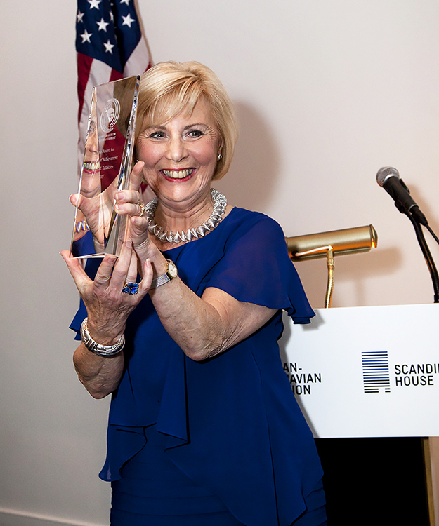 Tallaksen is the third recipient of the Nora Award, given to women with extraordinary achievements in her field, especially women whose efforts have had a positive effect on the U.S.-Norway relationship, advancing Norway's image in the United States.