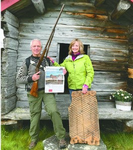 Man and woman holding copy of The Norwegian American in Røros