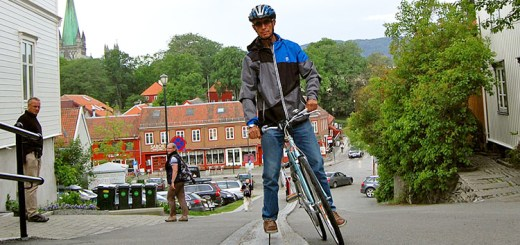Man using the cycle cable lift in Trondheim