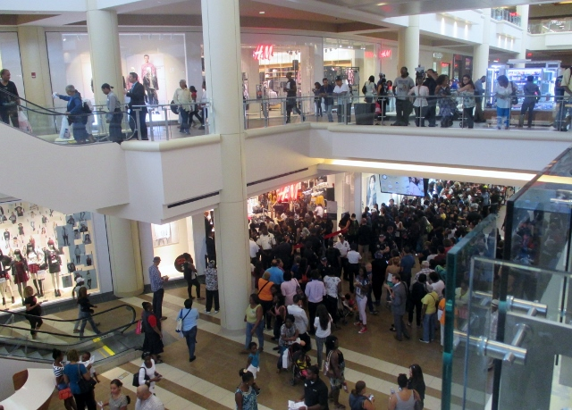 New York Developers To Build Suburban Style Mall In The: Cheers And Thrills For Bay Plaza Mall Opening