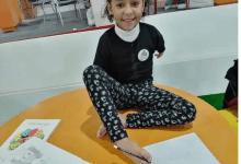 صورة رحمة البدراوي بطلة سباحة من ذوي الهمم وترسم بقدميها (فيديو وصور)