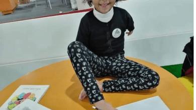رحمة البدراوي بطلة سباحة من ذوي الهمم وترسم بقدميها (فيديو وصور)