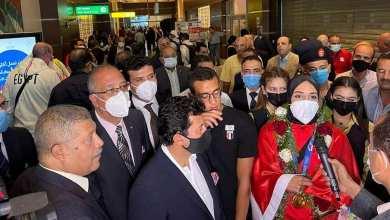 وزير الرياضة يستقبل فريال أشرف وأحمد الجندي بمطار القاهرة الدولي