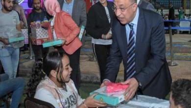 محافظ الإسكندرية يوزع هدايا على 150 طفلا من ذوي الاحتياجات الخاصة بالمولد النبوي (صور)