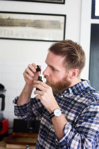 Aceite para barba: Qué es y cómo aplicarlo