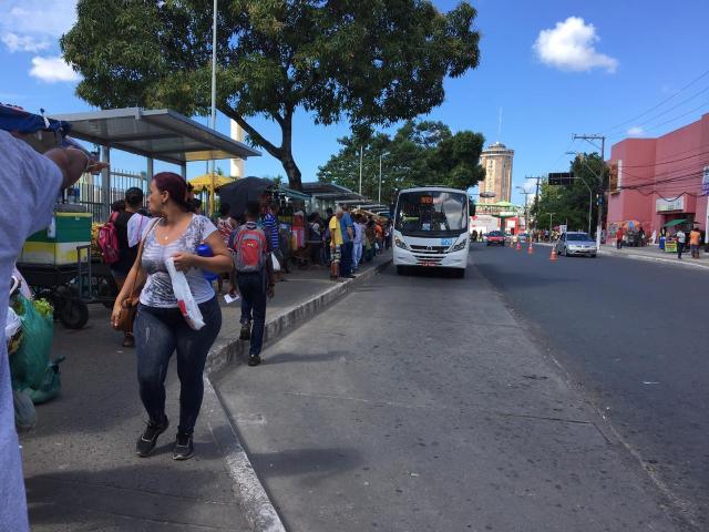 Parada de ônibus do Central é transferida para o ponto da Feira 2