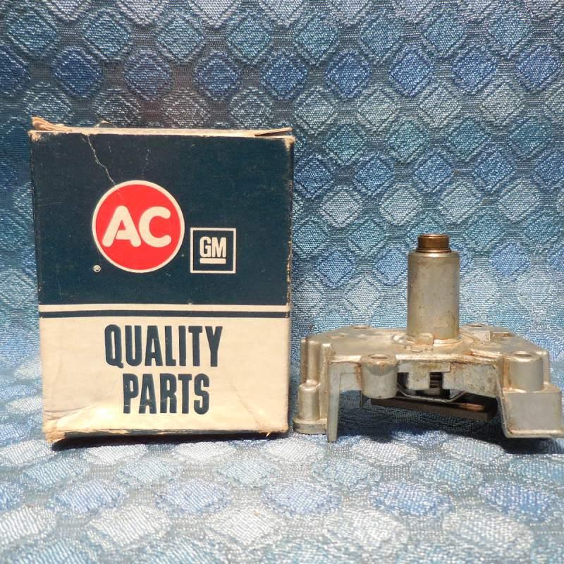 1980 Cutlass 86 GMC S NOS AC Speedometer Frame, Worm & Magnet Assembly #25022318