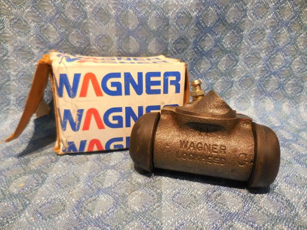 1967 Chevy P30 67-70 GMC P30 Step Van NORS Front RH Wheel Cylinder 68 69 #F34402