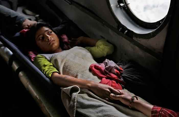 nepal-earthquake-girl