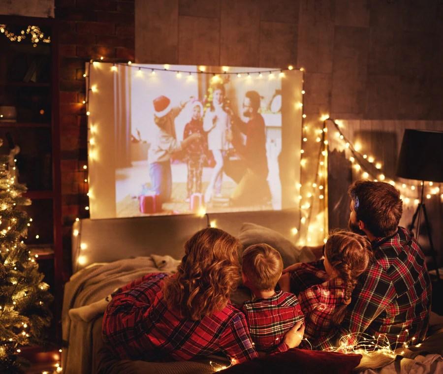La sua funzione è quella di promuovere l'immagine del negozio distribuendo regali ai bambini, oppure quella di far divertire i bambini secondo il tema natalizio. Film Di Natale Per Bambini E Ragazzi Nostrofiglio It